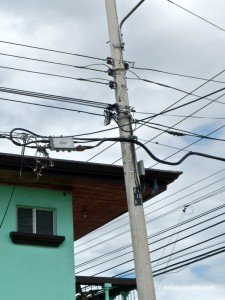 Tico street corner, looking up at power lines