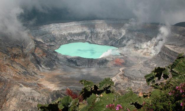 Poás Volcano vs. The Lightning