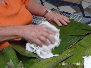 cleaning plantain leaves