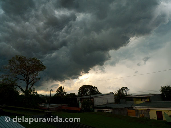 living in costa rica - storm clouds in Costa Rica