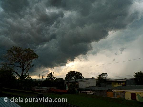 living in costa rica - storm clouds in Costa Rica